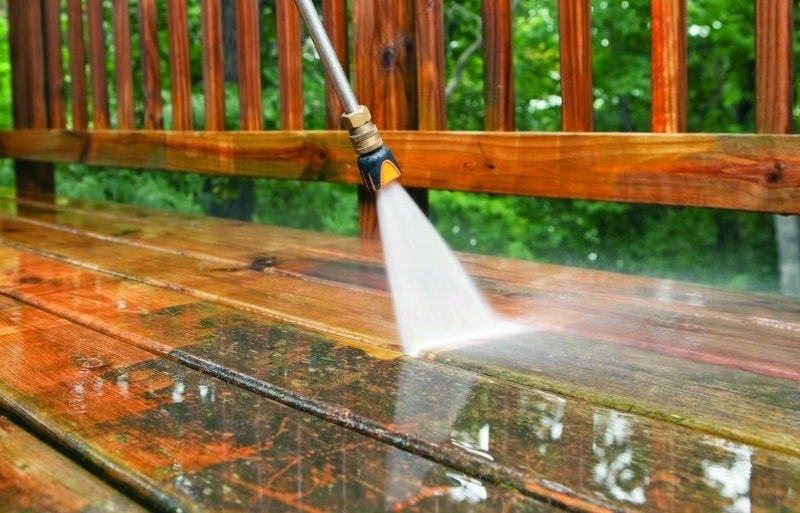 how to clean wooden deck with pressure washer